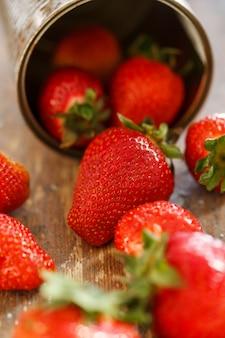 Heerlijke aardbeien op de tafel