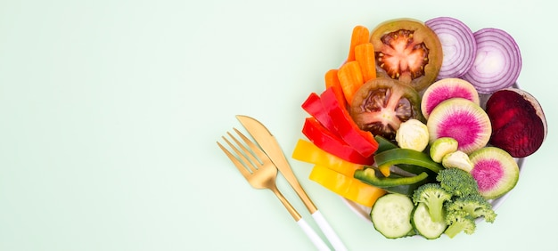 Heerlijke biologische salade klaar om te worden geserveerd