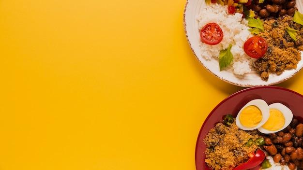 Heerlijke braziliaanse voedselsamenstelling met exemplaarruimte