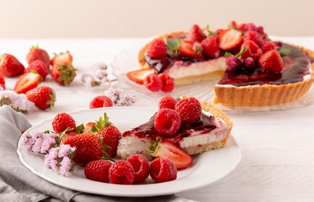 Heerlijke cake met bosvruchten samenstelling