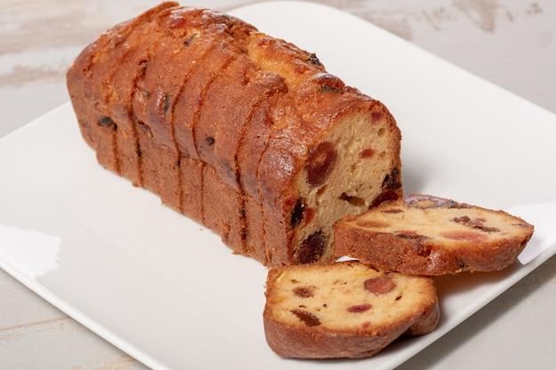 Heerlijke cake met gedroogd fruit