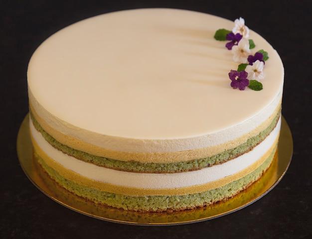 Heerlijke cake met pistache, chocolade en passievrucht