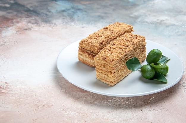 Heerlijke cake plakjes honingkoek op licht