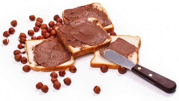Heerlijke chocoladeroom op een toast