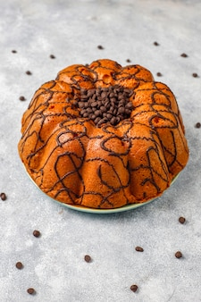 Heerlijke chocoladetaart met chocoladeschilfers, bovenaanzicht