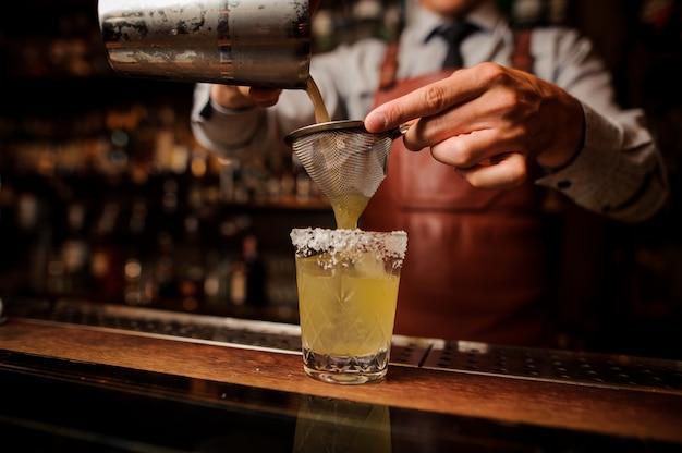 Heerlijke cocktail op basis van tequila met spek en zout