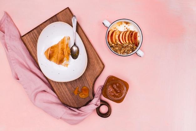 Heerlijke croissant met jam