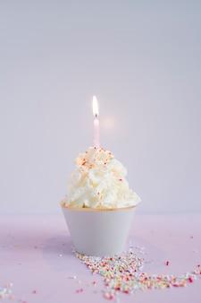 Heerlijke cupcake met kaars
