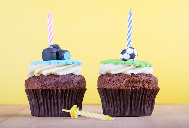 Heerlijke cupcakes op tafel