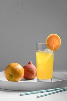 Heerlijke detoxdrank met sinaasappelschijfje