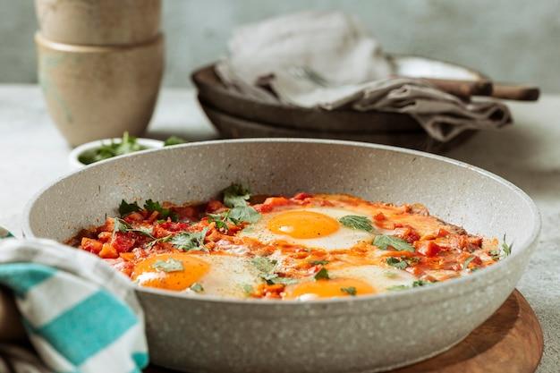 Heerlijke eiermaaltijd in de pan