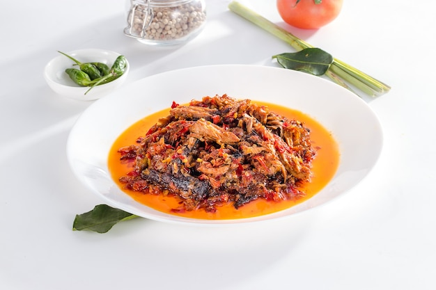 Heerlijke en gezonde indonesische zeevruchten cakalang suwir