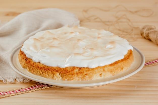 Heerlijke en sappige tarta tres leche, typisch latijns-amerikaans dessert