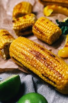 Heerlijke gegrilde maïs