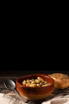 Heerlijke gekookte bonen in een kom