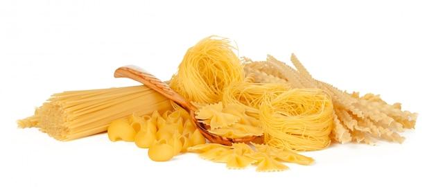 Heerlijke gemengde pasta op wit
