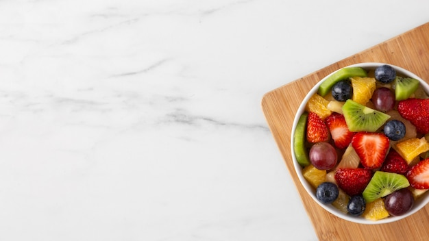 Heerlijke gezonde snack met diverse soorten fruit