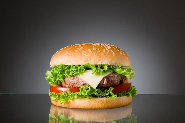 Heerlijke hamburger met rundvlees
