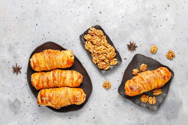 Heerlijke huisgemaakte walnotenbroodjes.