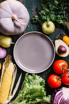 Heerlijke ingrediënten voor gekookt voedsel met exemplaarruimte