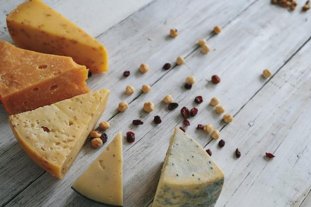 Heerlijke kaas op tafel