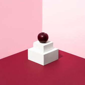 Heerlijke kers met roze achtergrond Premium Foto