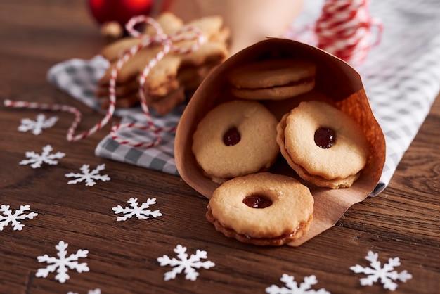Heerlijke koekjes met marmelade voor kerst