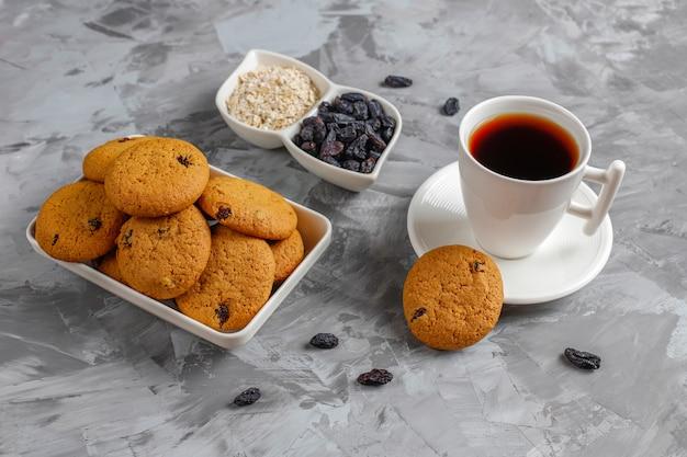 Heerlijke koekjes met rozijnen en havermout, bovenaanzicht