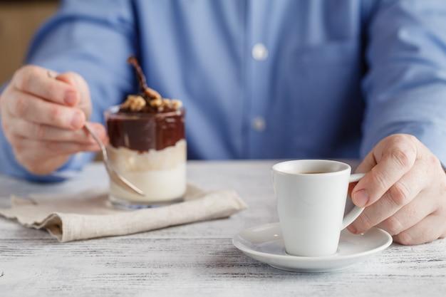 Heerlijke koffie met peren ijs dessert