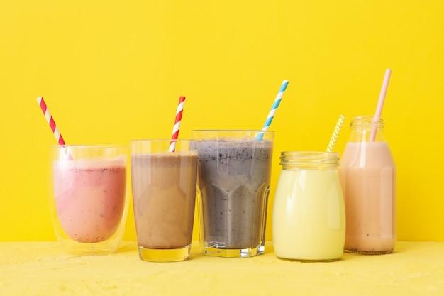 Heerlijke milkshakes op geel