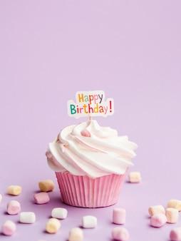 Heerlijke muffin met gelukkig verjaardagsteken