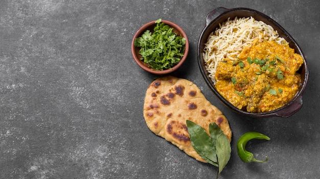 Heerlijke pakistaanse maaltijd met exemplaarruimte