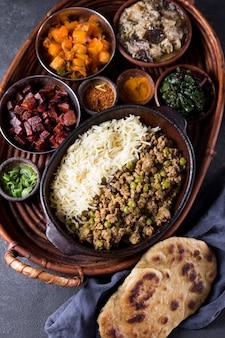 Heerlijke pakistaanse maaltijd op een tafel