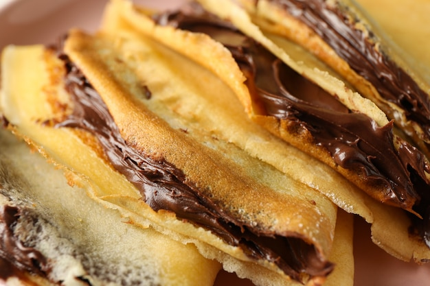 Heerlijke pannenkoeken met chocoladepasta, close-up