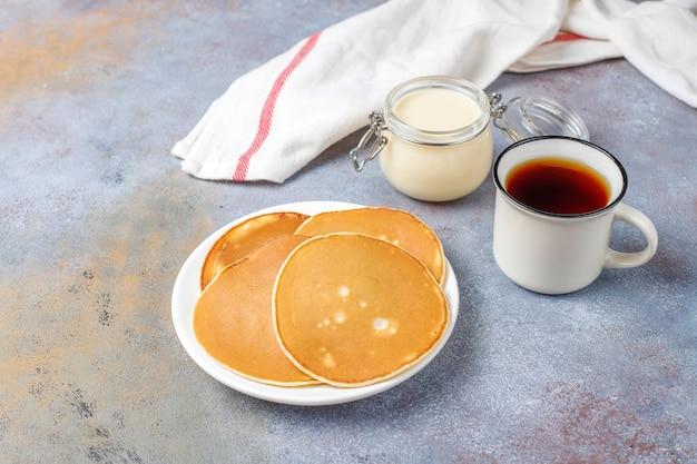 Heerlijke pannenkoeken met gecondenseerde melk