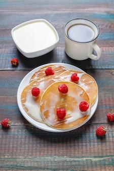 Heerlijke pannenkoeken met gecondenseerde melk.