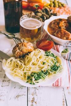 Heerlijke pastagerecht met bier