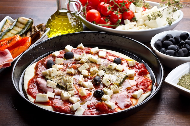 Heerlijke pizza met olijven