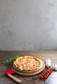 Heerlijke pizza, traditionele italiaanse pizza.