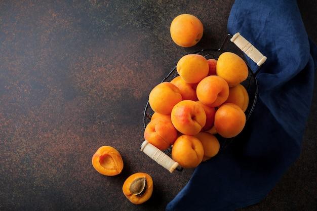 Heerlijke rijpe abrikozen kopiëren ruimte