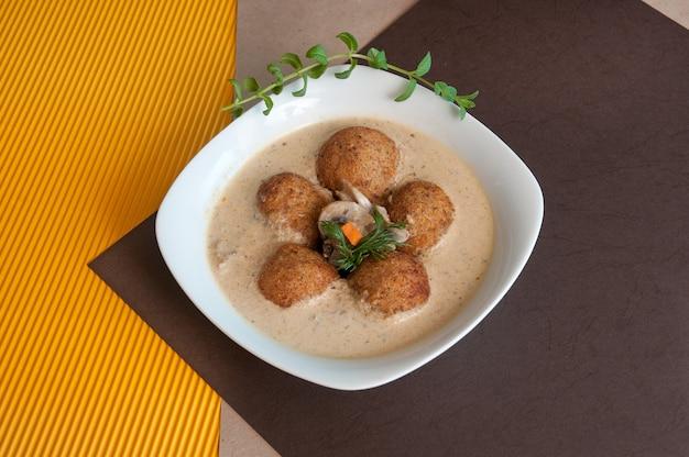 Heerlijke romige soep met gehaktballetjes