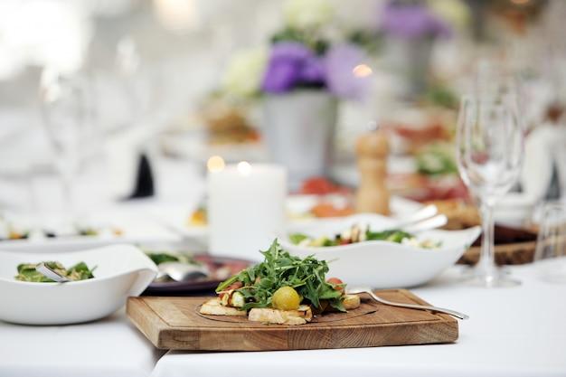 Heerlijke salade bij een banket
