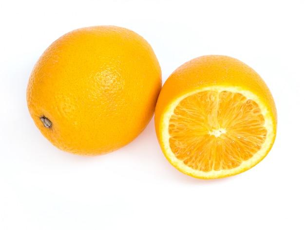 Heerlijke sinaasappel op wit