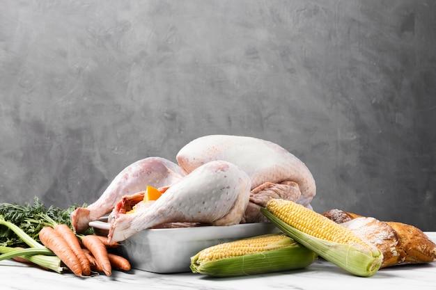 Heerlijke thanksgiving kalkoen in dienblad