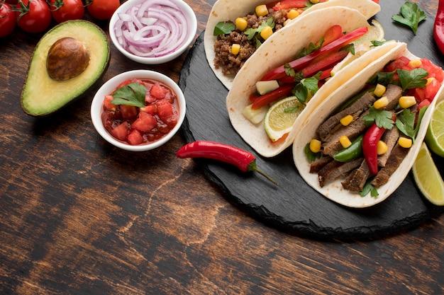 Heerlijke tortilla's met vlees en groenten