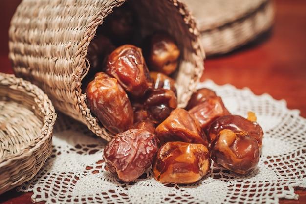 Heerlijke verse en zoete sukkari-dadels