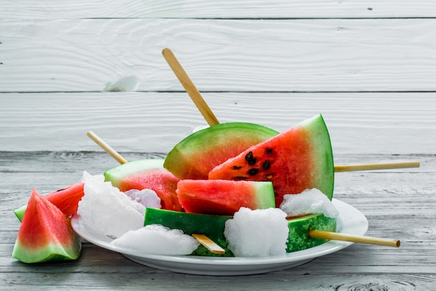 Heerlijke verse watermeloen. ijs met watermeloenen
