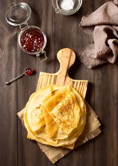 Heerlijke winter crêpe dessert bovenaanzicht