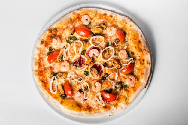 Heerlijke zeevruchten pizza bovenaanzicht