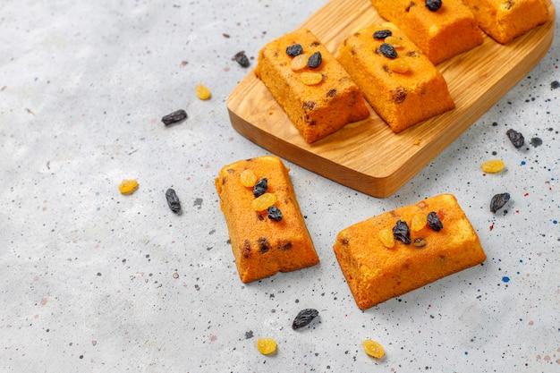 Heerlijke zelfgemaakte kleine fruitkoekjes, rozijnenkoekjes, bovenaanzicht